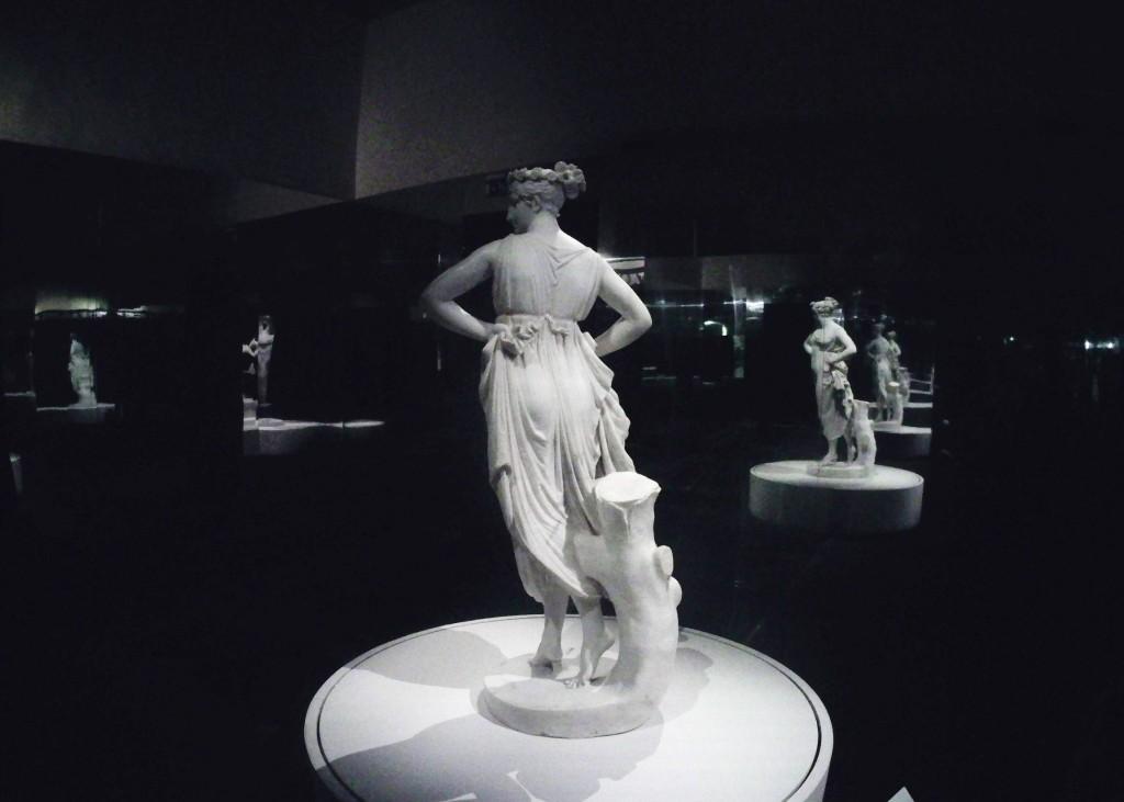 Danzatrice con le mani sui fianchi San Pietroburgo